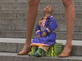 World's smallest man meets the woman with the longest legs