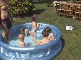 Irl - C'est trop bien la piscine !!!