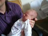 V21- Bébé fait la grimace
