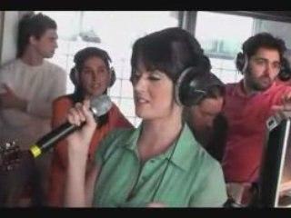 """Katy Perry chante """"I Kissed a Girl"""" au 6/9 sur NRJ"""
