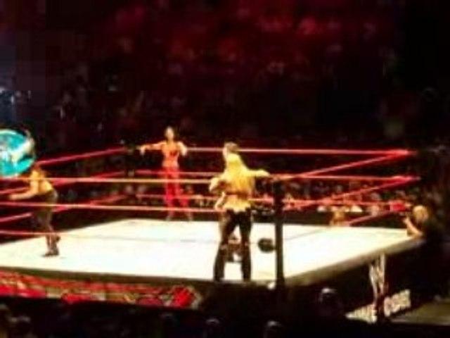 Les Divas au WWE RAW LIVE TOUR 2008 à Paris Bercy