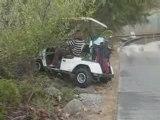 femme au volant d'une voiture de golf