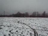 départ racing dans la neige en dirt bike