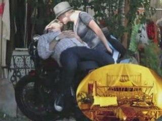Celebrity Weddings - Scarlett Johanson and Ryan Reynolds
