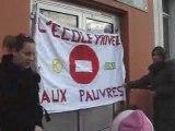 Vaulx-en-Velin  Les parents d'élèves bloquent une école.