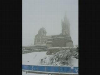 Manteau blanc sur Marseille