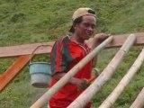 Indonesie Kuta Lomboc : chantier bois paille bamboo