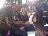 Keziah Jones Joue Dans Un Metro parisien clip 7