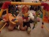 Je joue avec mon portique et Helmut l'éléphant