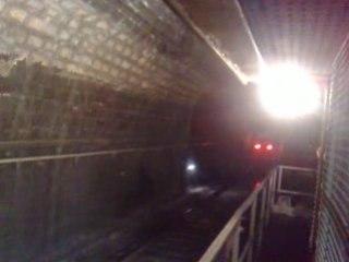 tunnel:ça roule plein pot a coté !! de face