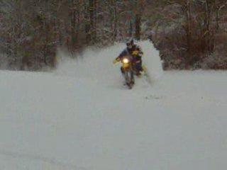 Husqvarna 125 WR dans la neige