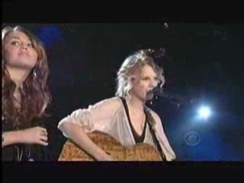 Taylor Swift & Miley Cyrus - Fithteen (Live)
