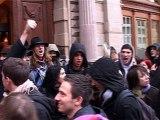 Les étudiants entre dans les locaux de la CCI à Strasbourg