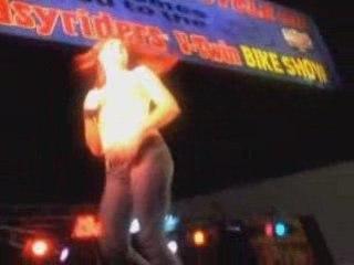 San Diego Showdown: Dancing cowgirls