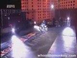 saut de moto cross (l'arche de triomphe)