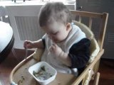 Je mange tout seul