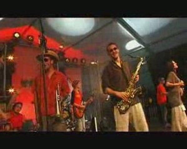 DE ROUTES EN ROOTS live au festival pour un autre monde 2008