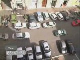 Femme-garer-voiture-place-parking