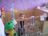 Zoéline(15 avril 2009) ( premier fois debout toute seule)