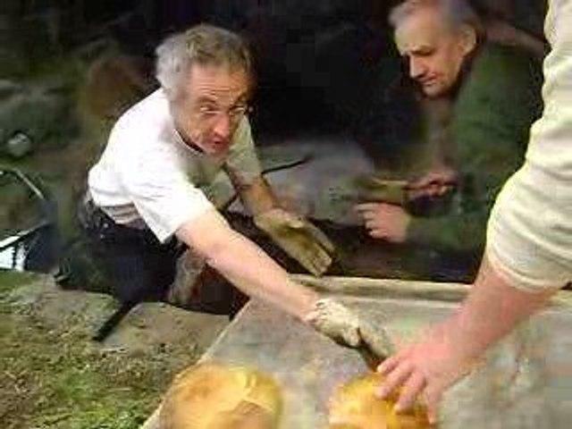 la ronde des fours 2009 /5 (défournage du pain)