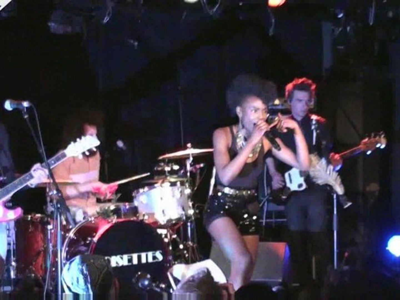 Noisettes - Don't Upset The Rhythm -Concert à la Boule Noire