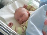 Yohan 5 jours 016 dans son sommeil agité 23/03/09