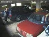 Couple qui s'embrasse dans un parking - Blog-videos.org