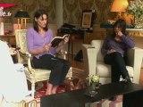 Carla Bruni-Sarkozy dévoile le contenu de son sac à main
