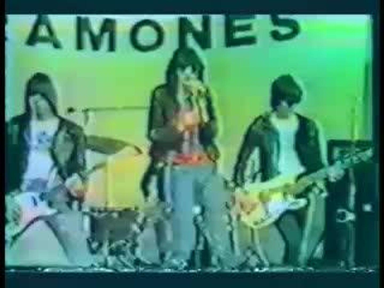 Ramones - Beat On The Brat 1975