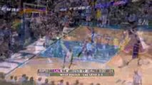 Pau Gasol finds Kobe Bryant with the bounce pass and Bryant