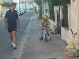 1 ère fois que Théo fait du vélo ...