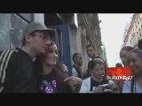 KENZA FARAH - BAIN DE FOULE DANS LES RUES DE PARIS