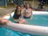 moi à la piscine chez john et michel de hautes de rivières