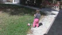 joue au ballon au pied 2