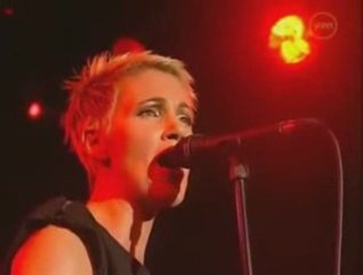 Roxette - Listen To Your Heart (Live In Barcelona 2001)
