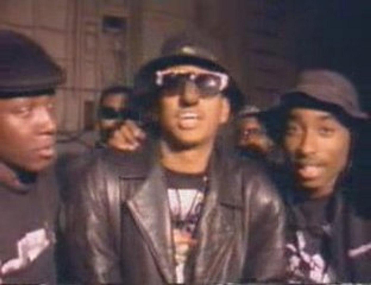 Tupac au debut d'un concert qui dégénère!