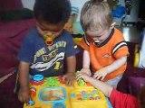 les bébés jouent ensemble (fab, alex et val)